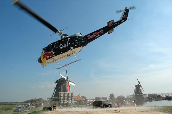 Reclamevlucht met helikopter